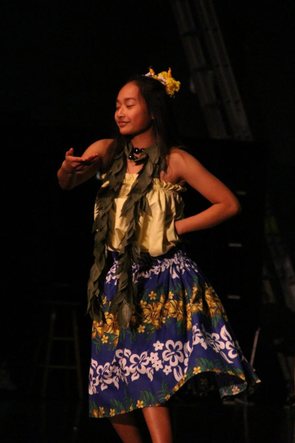 Sophomore+Gabriella+Payoyo+performs+a+traditional+Polynesian+hula+at+Cleveland%E2%80%99s+Multicultural+Night+on+March+9.